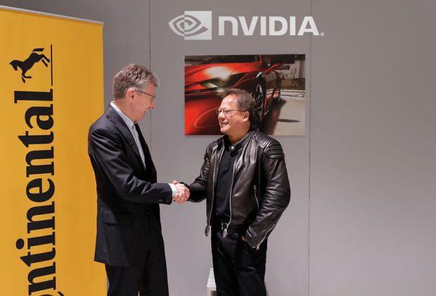 Continental CEO Dr. Elmar Degenhart (links) und NVIDIA Gründer und CEO Jensen Huang (rechts)