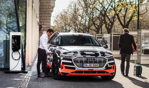 Integration des Audi e-tron in vernetztes Eigenheim