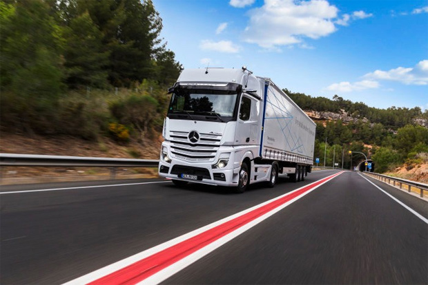 Daimlers Actros - der Hightech-Lkw