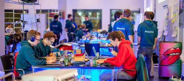 """Daimler geht mit der Hackathon-Reihe """"DigitalLife Campus 2018/2019"""" in die nächste Runde"""