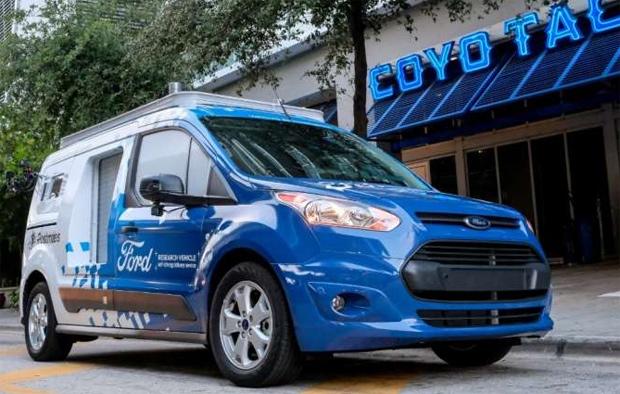 Pizzalieferung mit autonomen Ford Transit Connect