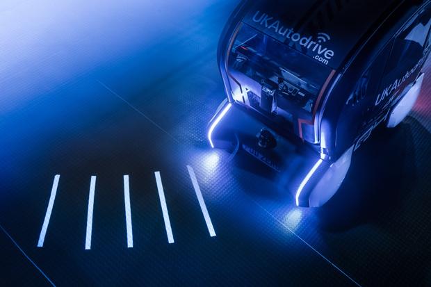 Mensch-Maschine-Interaktion: Jaguar Land Rover testest Projektionen auf der Fahrbahn