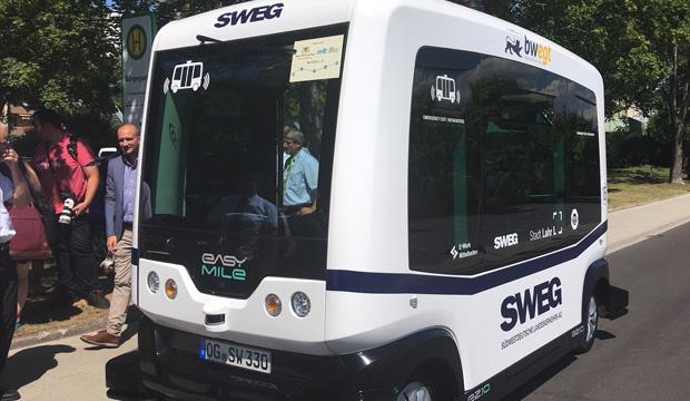 Premiere für den ersten autonom fahrenden Bus im öffentlichen Straßenverkehr