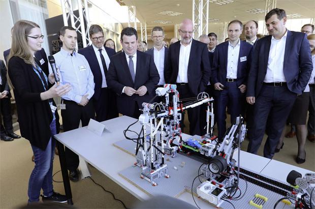 """Qualifizierungsoffensive """"Fakultät 73"""" von Volkswagen gestartet"""
