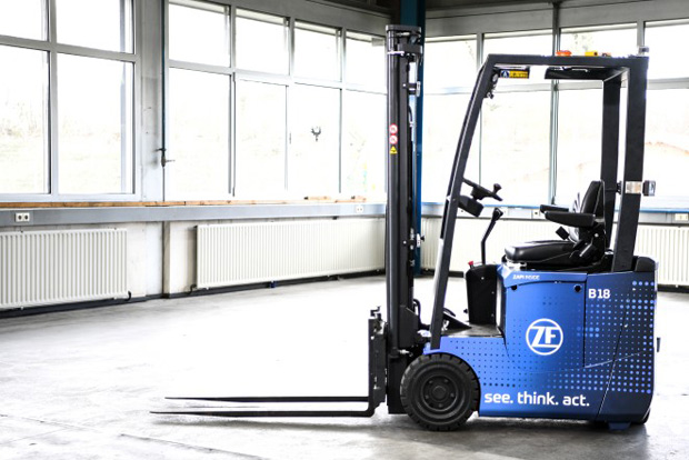 ZF_Innovation_Forklift - Intelligenter Gabelstapler von ZF